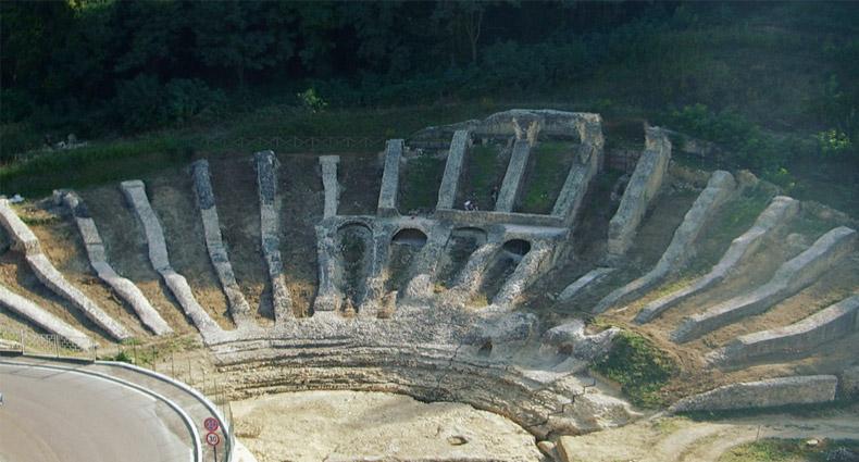 Itinerari archeologici ad Ascoli Piceno: il Teatro Romano