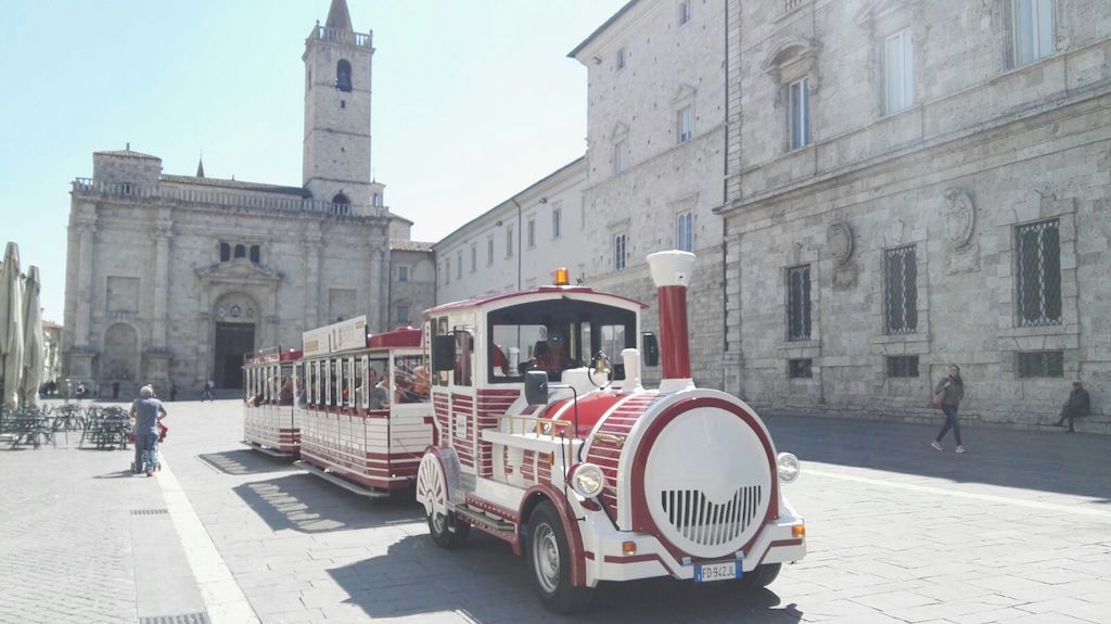 Cosa fare ad Ascoli Piceno: salite a bordo di Ascoli Explorer