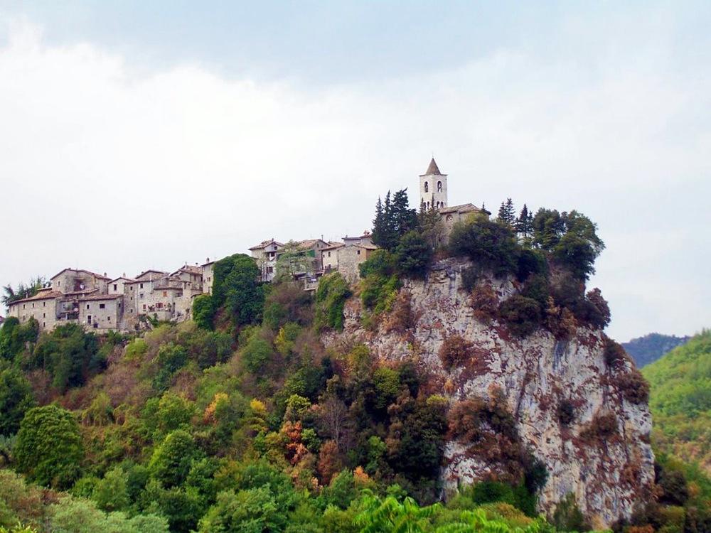 Castel Trosino: medioevo e natura incontaminata alle spalle di Ascoli Piceno