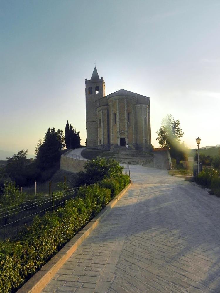 Offida: un gioiello ricamato sulle colline di Ascoli Piceno