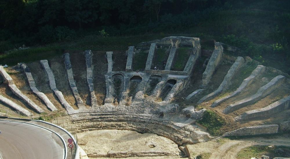 scavi_archeologici_Teatro_Romano