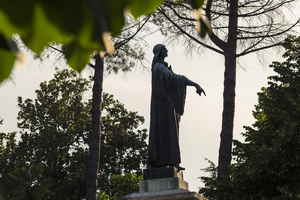 statua cecco d'ascoli ascoli piceno