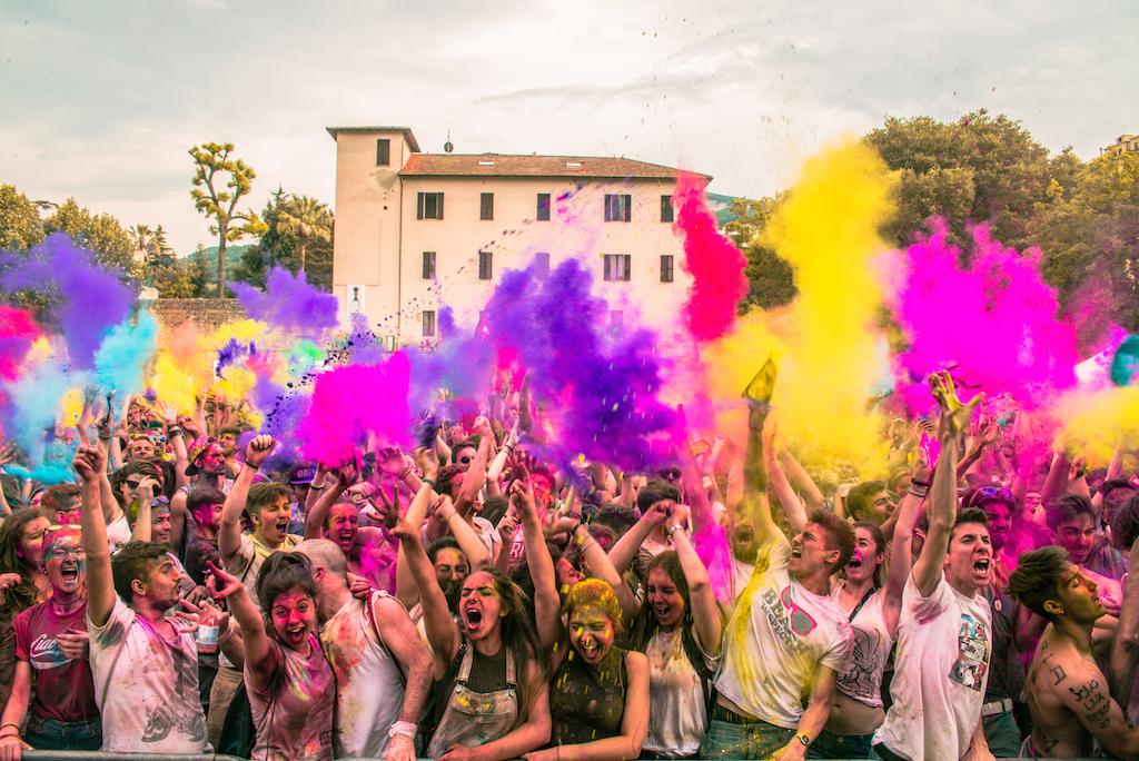Sfida a colpi di colori: per il Color Day arriva il #ColorSelfie!
